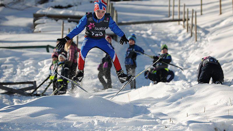SKILEIK: Skigruppa i Alvdal ønsker å fortsette å skape gode skiopplevelser med blant annet skileik i Sandeggbakken. Arkivfoto. Ivar Thoresen.