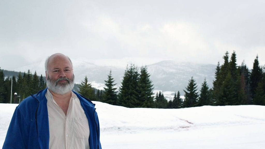 DET BERØMTE KARTET: Bjørn Pettersen lurer på hvor mye som skal ofres for at Tronfjell skal komme på det berømte kartet. Arkivfoto: Tore Rasmussen Steien.