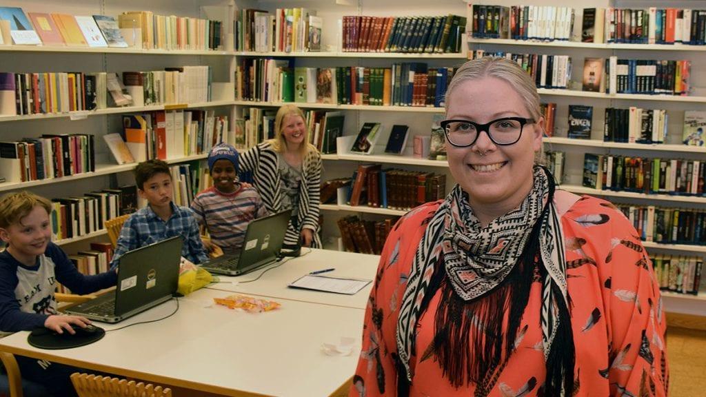 SLUTTER SNART: Biblioteksjef Berglind Inga Gudmundsdottir begynner snart i sin nye jobb på helsearkivet. To ønsker å ta over hennes jobb i kommunen. Foto: Tore Rasmussen Steien