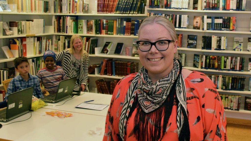 TROLL PÅ ISLAND: Biblioteksjef Berglind Inga Gudmundsdottir kan friste med fortellinger om troll på Island under eventyrlørdag. Foto: Tore Rasmussen Steien