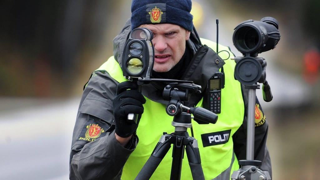 KONTROLL: Politiet gjennomførte søndag fartskontroll i 50-sona på Alvdal langs riksveg 3. Foto: Ivar Thoresen