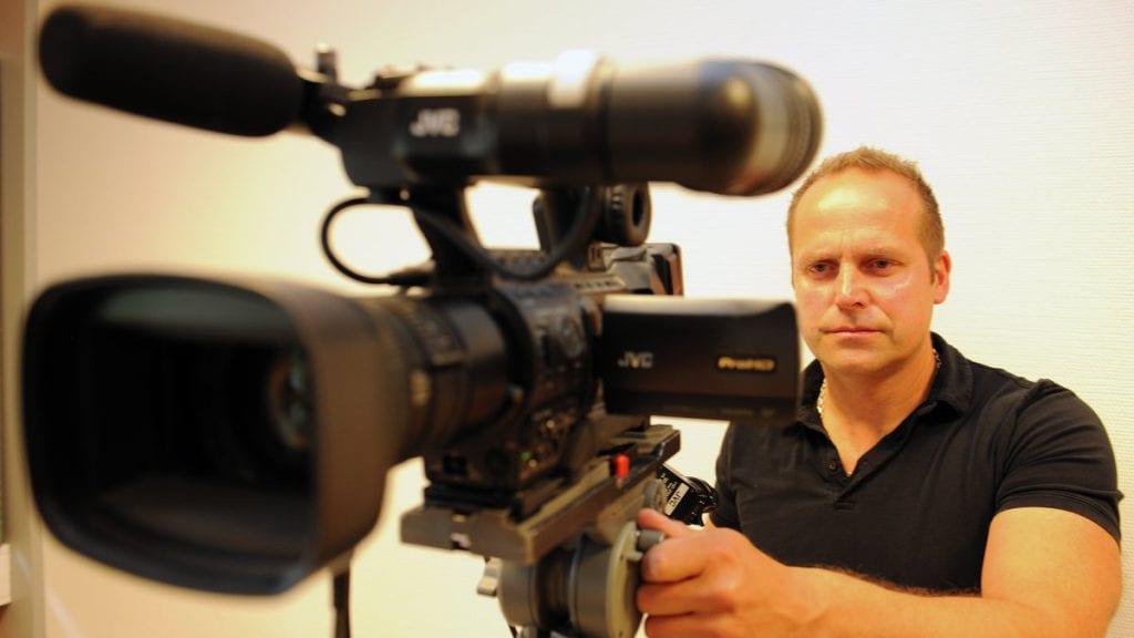 KLAR: Rune Skogheim er klar for direktesending fra dagens kommunestyremøte. Foto: Ivar Thoresen