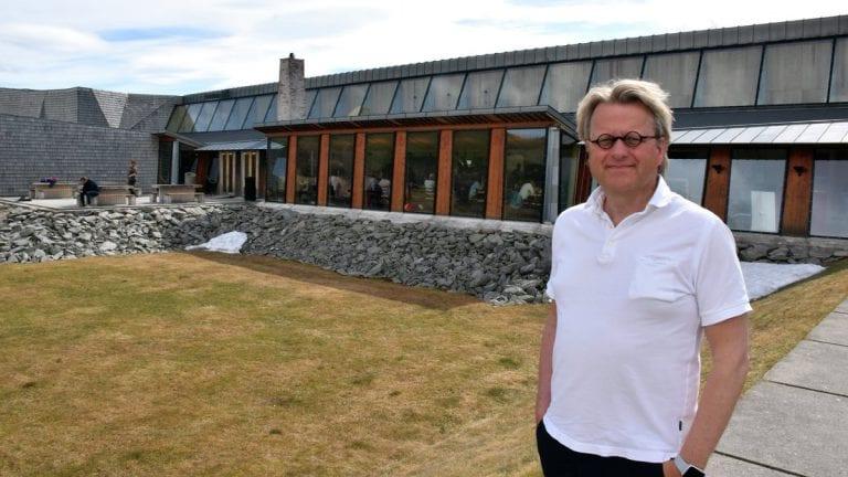 FULLT FORTJENT: Daglig leder ved Aukrustsenteret, Kjell-Erik Nordahl, er ikke i tvil om at den kommende biografien om Kjell Aukrust er på sin plass. Arkivfoto: Tore Rasmussen Steien.