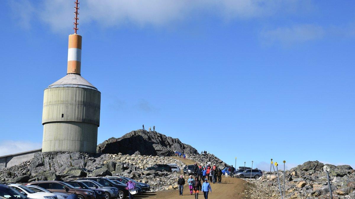 SKUELYSTNE: Flere tok turen for å se vegen som er etablert opp til det planlagte utsiktspunktet.