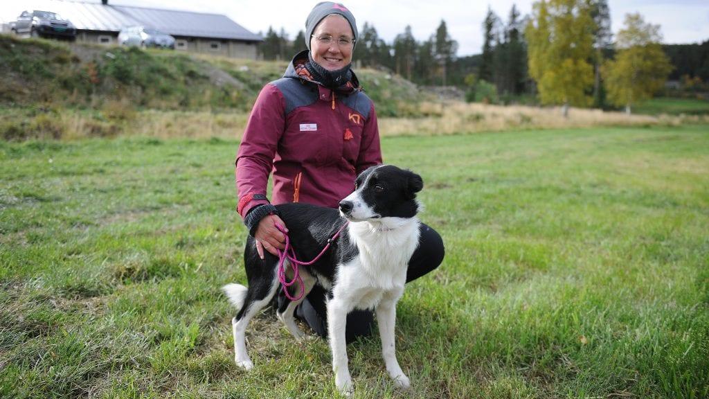 NUMMER FEM: Karin Mattsson ble sammen med hunden Trin nummer fem under NM i gjeterhund som i helga ble avholdt til Hordaland under krevende forhold. Arkivfoto: Ivar Thoresen.