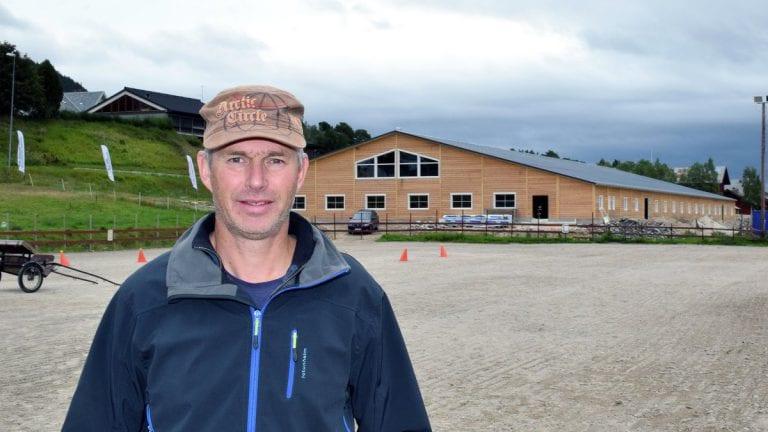 EN TILVEKST: Rektor ved Storsteigen videregående skole, Eivind Aaen, mener at ridehallen er et vesentlig bidrag for at flere søker seg til ridelinjen. Arkivfoto: Tore Rasmussen Steien.