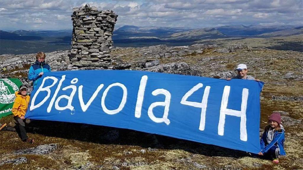 PÅ TOPPEN: Blåvola 4H har markert seg i 50 år – her fra toppen som har gitt klubben navn. Foto: Privat