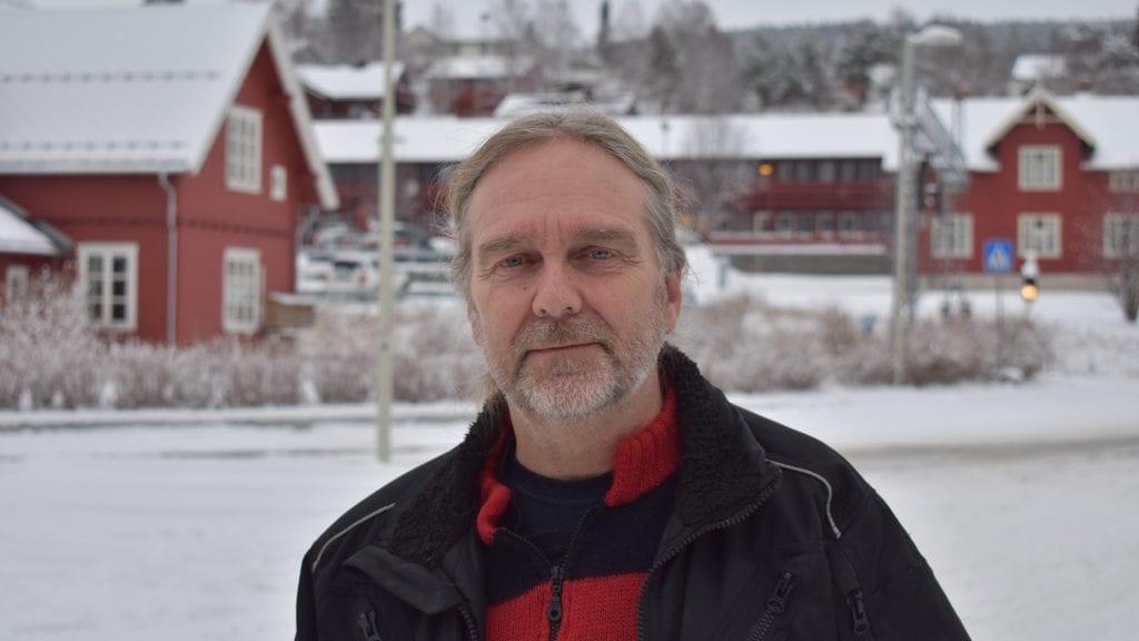 VIL HJELPE: Erland Kjeldsen vet hvordan det er å lide av angst. Han har lært seg å takle det, og nå ønsker han å hjelpe andre. Foto: Torstein Sagbakken.