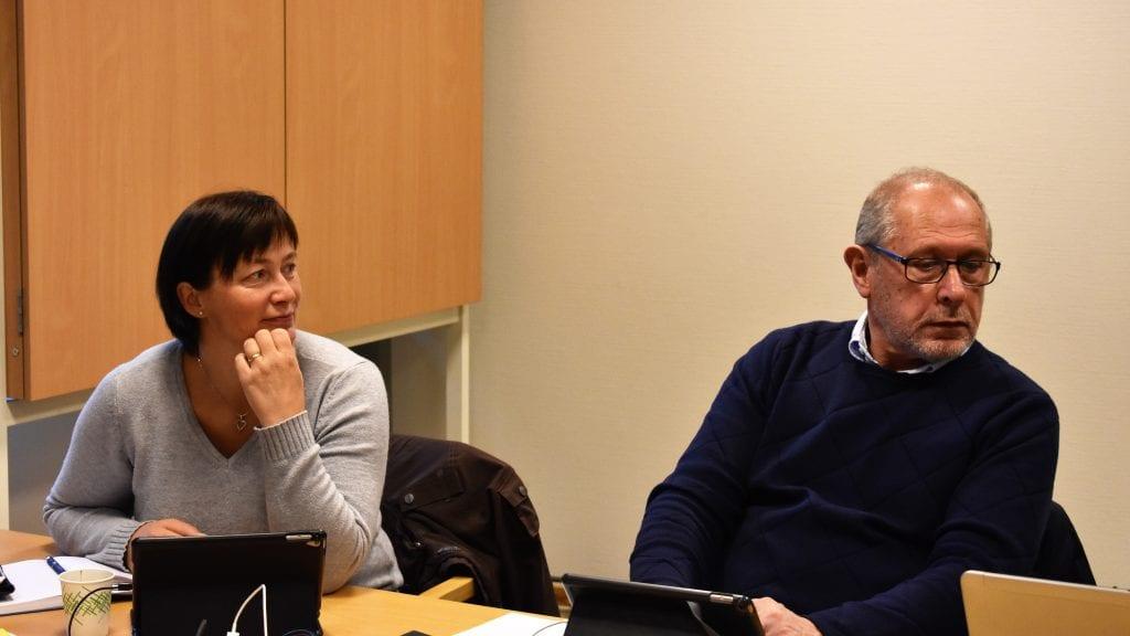 TJENESTEN FUNGERER GODT: Også varaordfører Mona Murud (Sp) og ordfører Johnny Hagen (Ap) er stolt over det tilbudet kommunen gir gjennom Tjenenesten for funksjonshemmede. Foto: Torstein Sagbakken.