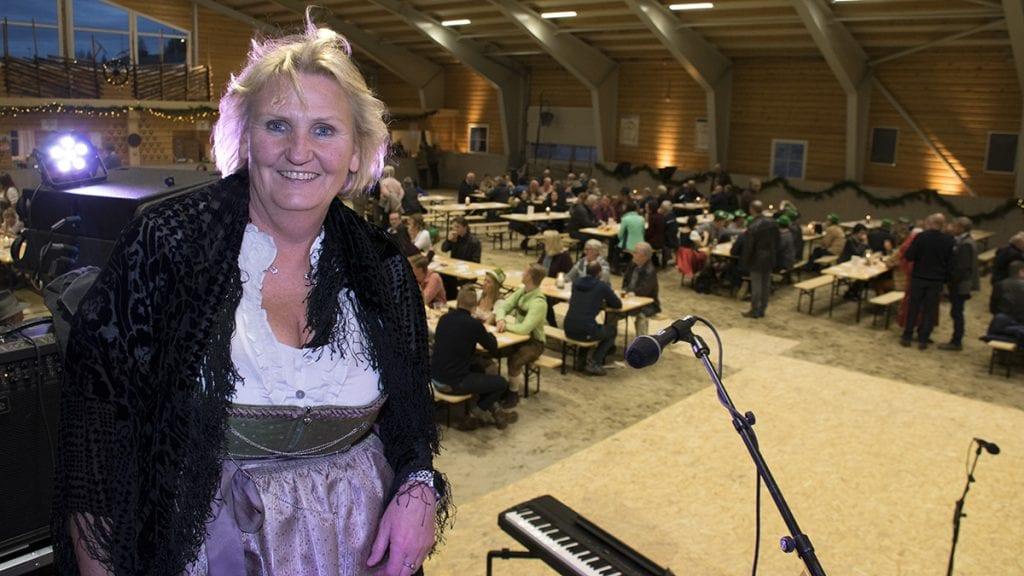 STRÅLTE: Endelig kunne Tirill Langleite ta i bruk ridehallen. Foto: Tore Rasmussen Steien