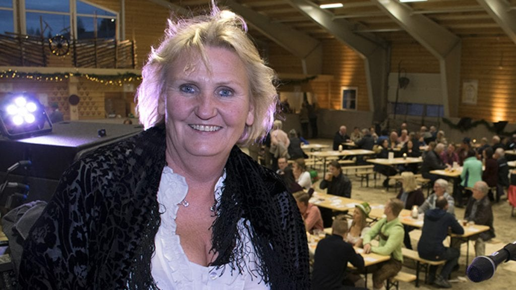 TAKKNEMLIG: Tirill takker alvdølene for støtten. Foto: Tore Rasmussen Steien