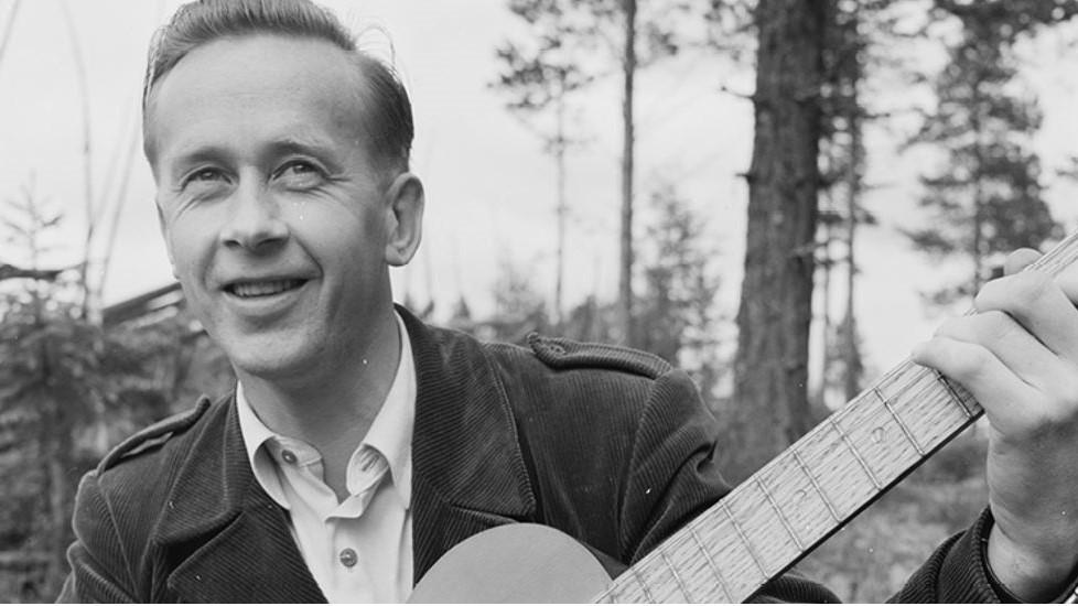 JUBILEUM: I år hadde kunstneren og visesangeren fra Åmot, Vidar Sandbeck, fylt 100 år. Foto: Aukrustsenteret, pressemelding