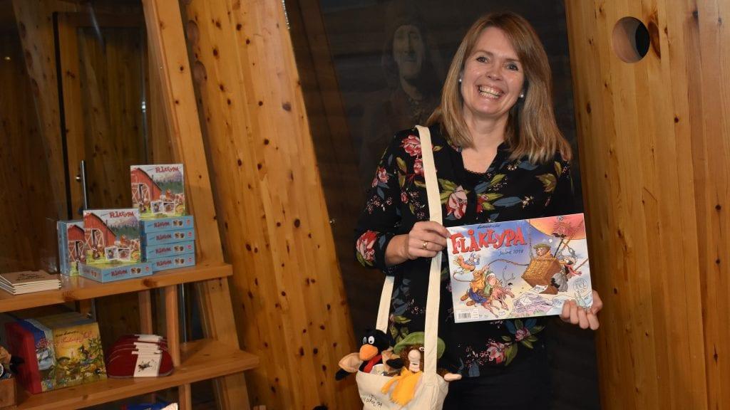 ØNSKER VELKOMMEN: Trine Sørhus ved Aukrustsenteret ønsker alle velkommen til julegata førstkommende lørdag og søndag. Foto: Torstein Sagbakken.