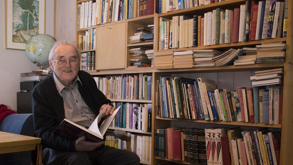 90 GODE ÅR: Embret Mellesmo synes han foreløpig har hatt et godt liv og håper det fortsetter en stund til. Foto: Tore Rasmussen Steien