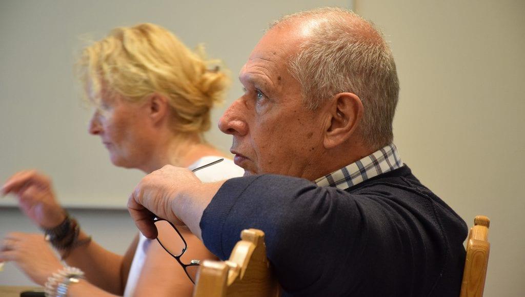 BEKYMRET: Ordfører Johnny Hagen er bekymret på grunn av situasjonen som har oppstått med overtallighet i TFF, som gjør at 13 årsverk må kuttes. Han håper en dugnad mellom kommunen og næringslivet kan sikre ny jobb til mange av de som må sies opp. Foto: Ivar Thoresen