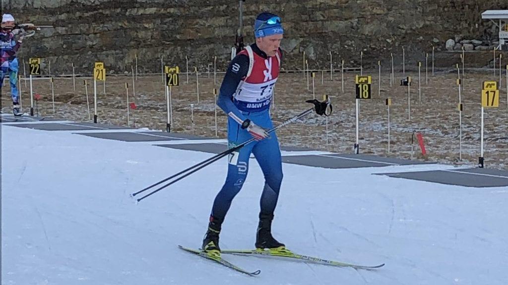 TUNG START: Petter Austberg Bjørn på vei inn på standplass under lørdagens sesongåpning på Sjusjøen. Foto: Privat