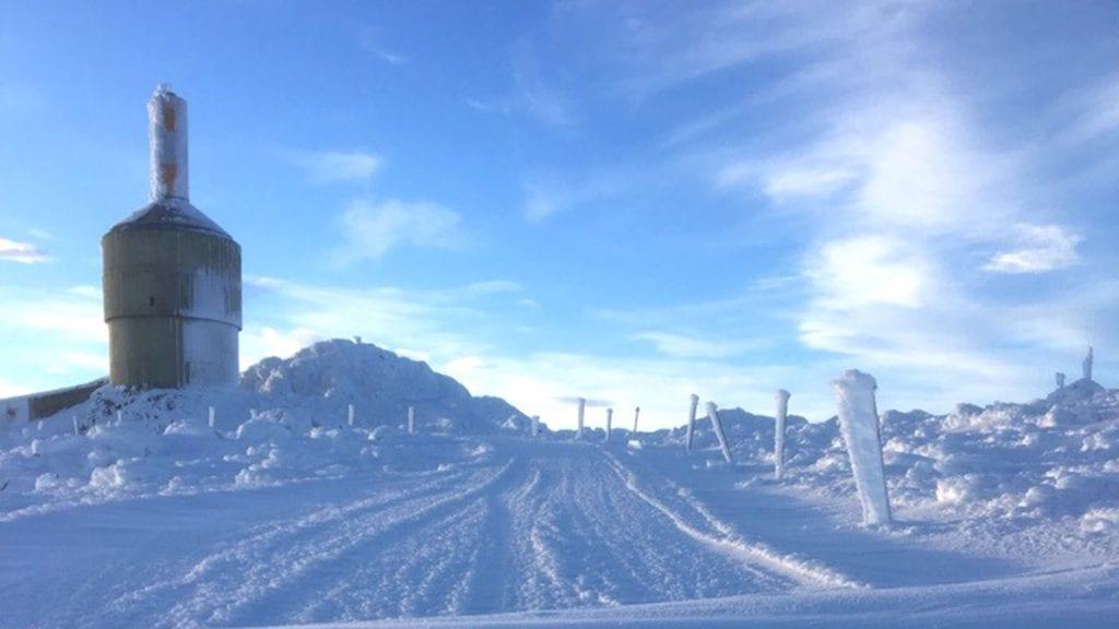 BENYTT MULIGHETEN: Det er fremdeles mulig å kjøre opp på toppen av Tron. Foto: privat