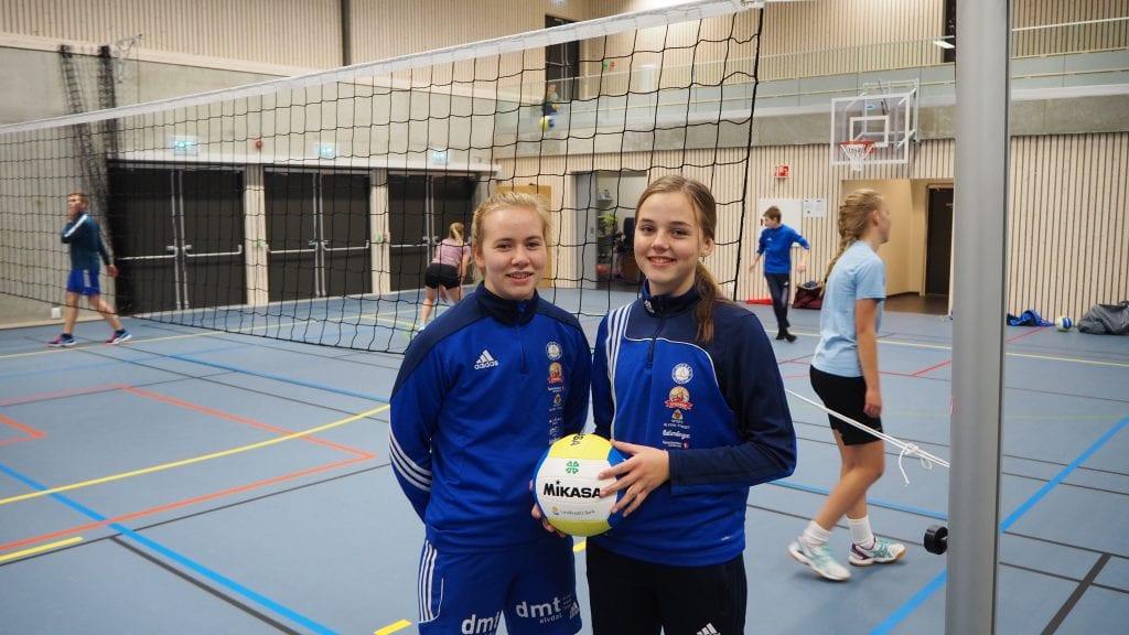 NYE MULIGHETER: Gina Rikarda Inderberg Langodden (t.v.) og Anna Hansen-Møllerud Hauen gleder seg til ny sesong med volleyball i ny hall. Foto: Audun Jøstensen Lutnæs