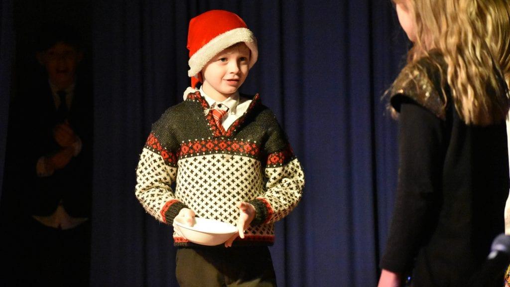 NISSEN: Sondre Solvang Johnsen ønsket seg naturligvis skikkelig julegrøt under en av sketsjene til Kvikk 4H. Alle foto: Torstein Sagbakken.