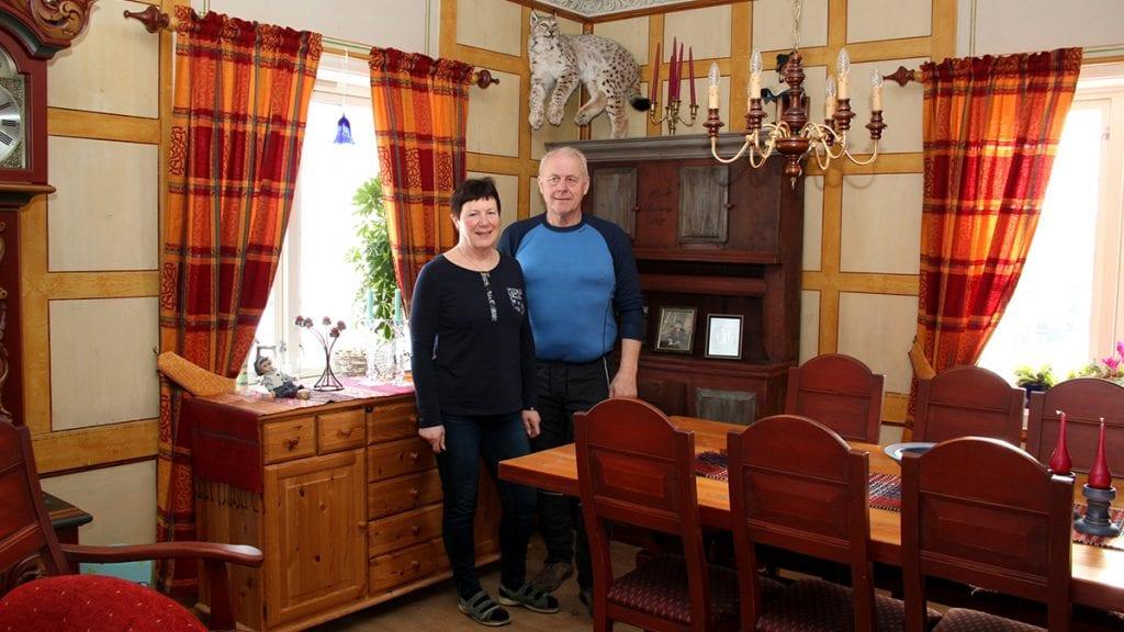 ÅRETS ALVDØL?: Nå har du muligheten til å stemme fram Else og Inge som årets alvdøl 2018. Foto: Anne Skjøtskift