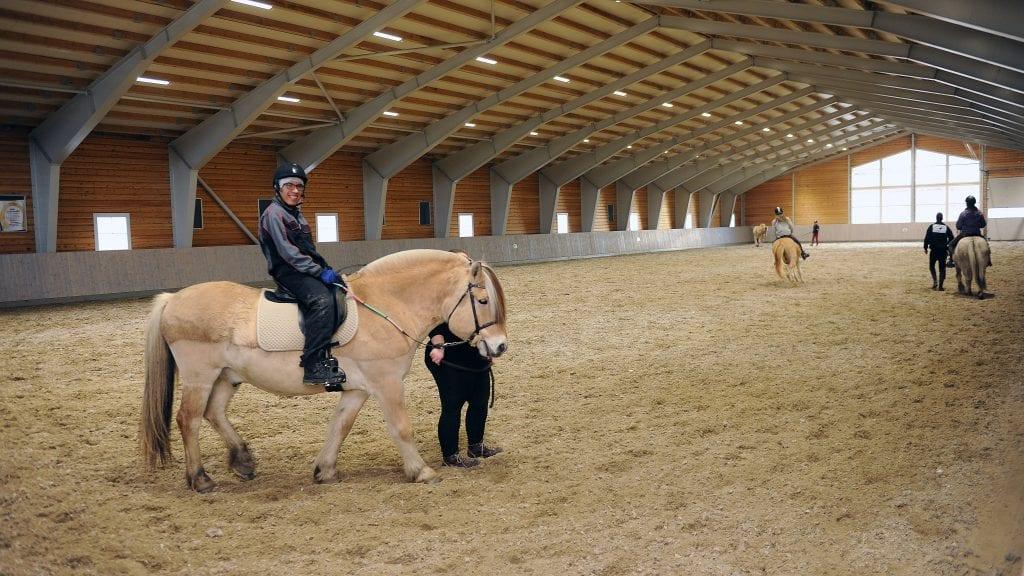 STEVNE I RIDEHALLEN: I helgen ble tidenes første stevne arrangert i ridehallen. Arkivfoto: Ivar Thoresen.