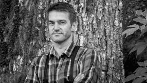 SKRIVER OM N'KJELL: Forfatter Sigmund Løvåsen jobber med en biografi om Kjell Aukrust. Foto: David Aasen
