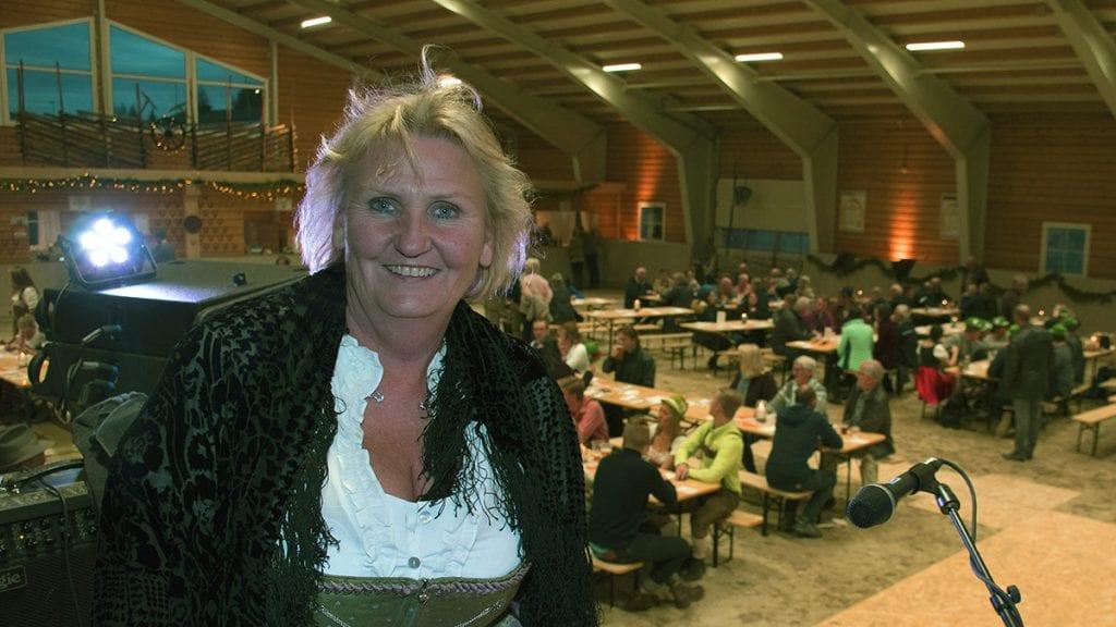 PRISES: Tirill Langleite belønnes fra flere kanter for sin innsats for hestemiljøet i bygda. Foto: Tore Rasmussen Steien