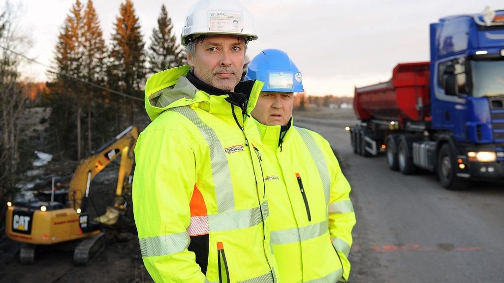 NY SJEF: Pål Ligård (nærmest) overtok som daglig leder i Gjermundshaug Anlegg fra 1. januar, mens Ståle Øvergård skal spisse sin innsats mer mot drift og prosjektoppfølging. Foto: Ivar Thoresen