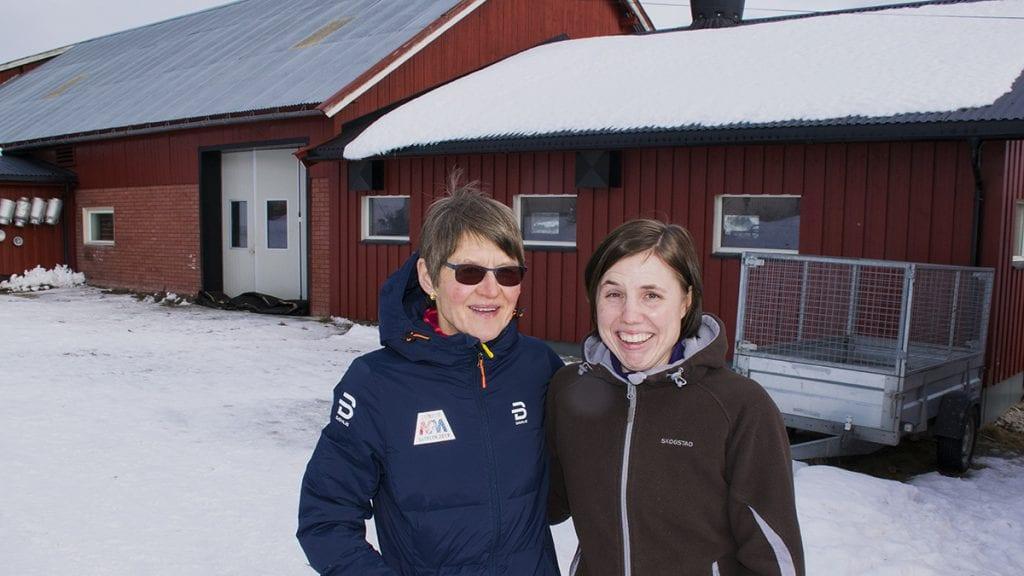 – SÅ BRA DERE VAR HJEMME: Anne Berit Gjermundshaug er glad for snarrådigheten til Gunnhild Øien. Foto: Tore Rasmussen Steien
