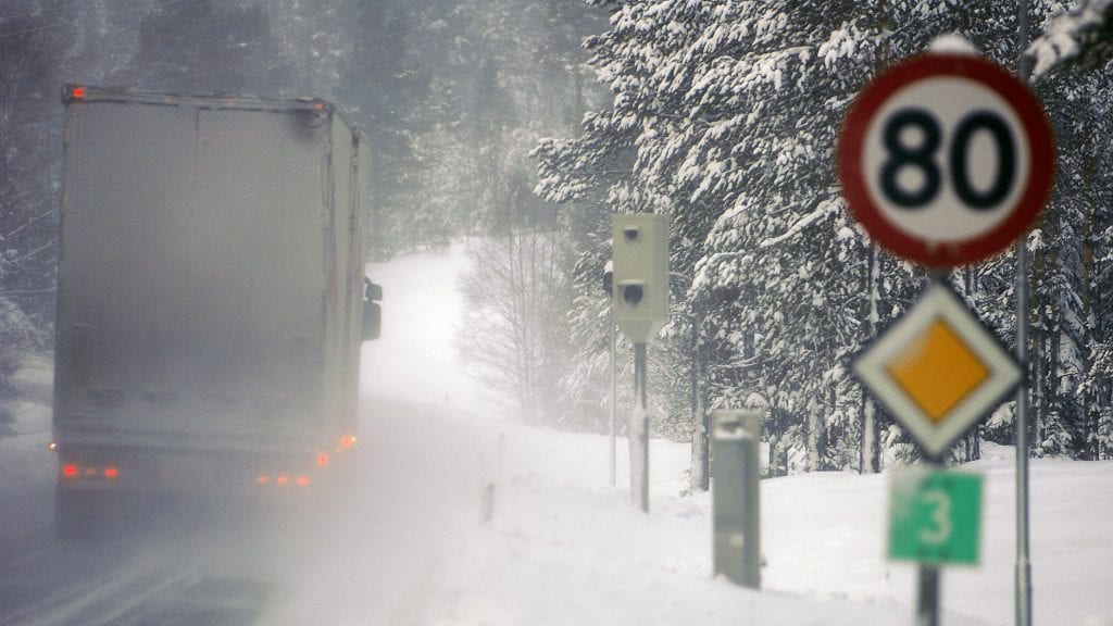 GJENOMMSNITTSMÅLING: Fotoboks for automatisk hastighetskontroll på Riksveg 3 ved langodden, Alvdal. Foto: Ivar Thoresen