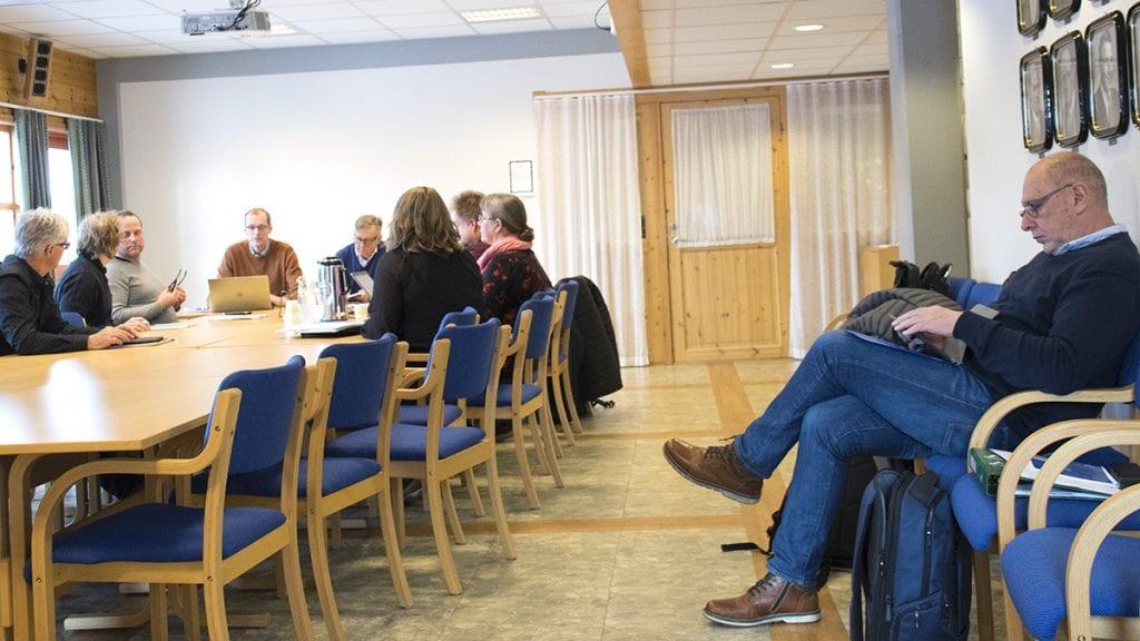 OMDISKUTERT: Ordfører Johnny Hagen fulgte med da AMU diskuterte saken om ham. Foto: Tore Rasmussen Steien