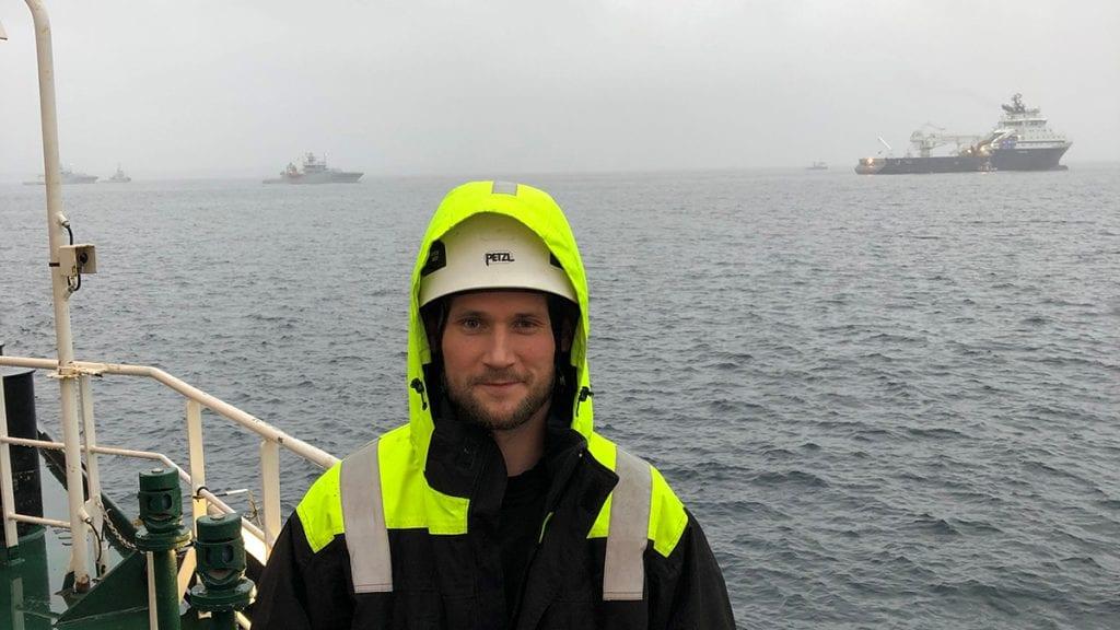 OPPDRAG UTFØRT: Morten Ness på kranbåten han har jobbet fra under hevingen av Helge Ingstad. Foto: privat