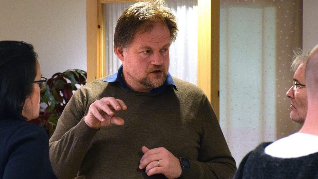 FÅTT SKJENN: Rådmann Erling Straalberg har fått noe kritikk fra kontrollutvalget og vil gjennomgå rutinene for saksbehandling. Foto: Tore Rasmussen Steien
