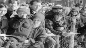 FOLKSOMT: Under femmila i påska 1969 var det mange som hadde tatt turen til Alvdal. Skjermdump: NRK.