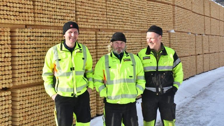 BEDRIFT I UTVIKLING: Tommy Stormoen, Andreas Wehner og Bjørn Anders Dalen ved Alvdalsstolpen opplever jevn vekst. Foto: Torstein Sagbakken.