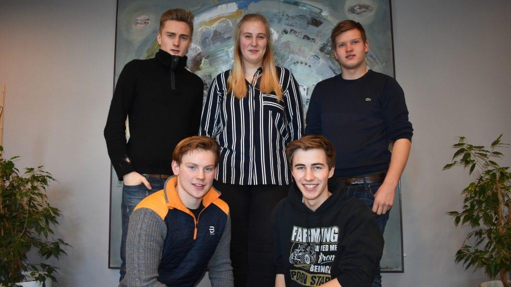 Eivind Thoresen, Silje Elise Østensen, Emil Samuelshaug, Henrik Løkken og Audun Murud i ungdomsbedriften Animal Rescue.