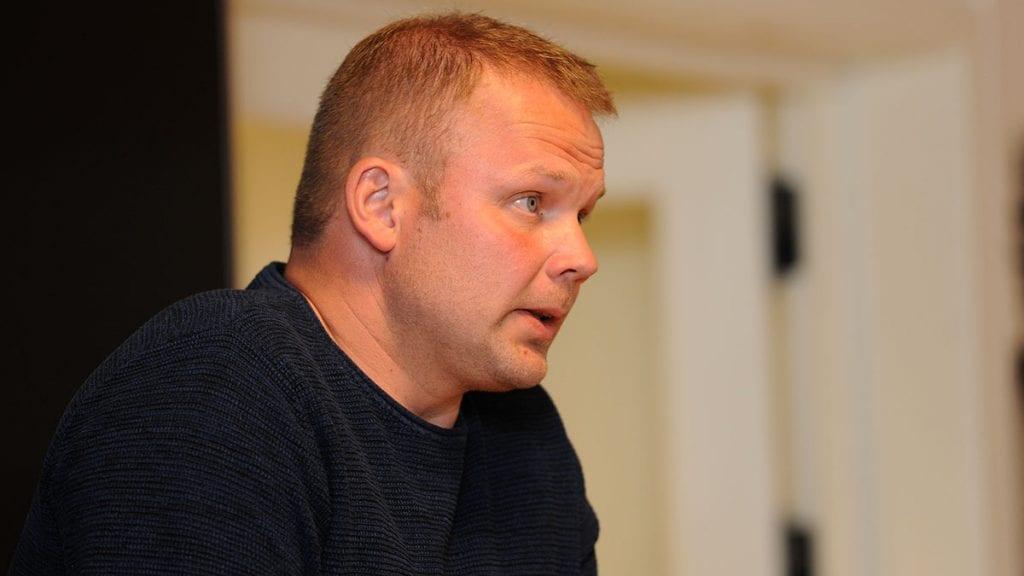 TRIST: Håkon Esten Steimoen sier han har gledet seg til å fortsette i politikken og synes det er trist å trekke seg, men han føler han ikke har noe valg. Foto: Ivar Thoresen