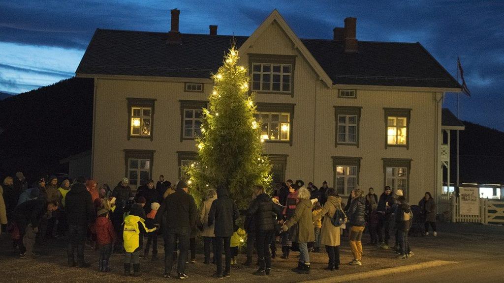FINT PÅ STEIA: Steigen hotell, her under julegrantenningen 2018, er en av elementene som gjør Steia spesiell, mener forslagsstillerne. Foto: Tore Rasmussen Steien