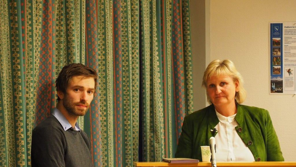 PRESENTERTE PLANER: Tirill og Simen Langleite presenterte planer for Tirill-toppen pensjonistlandsby. Foto: Audun Jøstensen Lutnæs