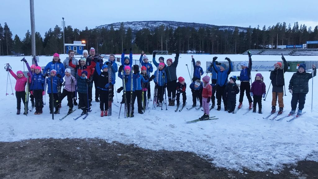 FIN SESONG: Det har vært mange fine øyeblikk for skigruppa i Alvdal IL denne sesongen. Foto: Torstein Sagbakken.