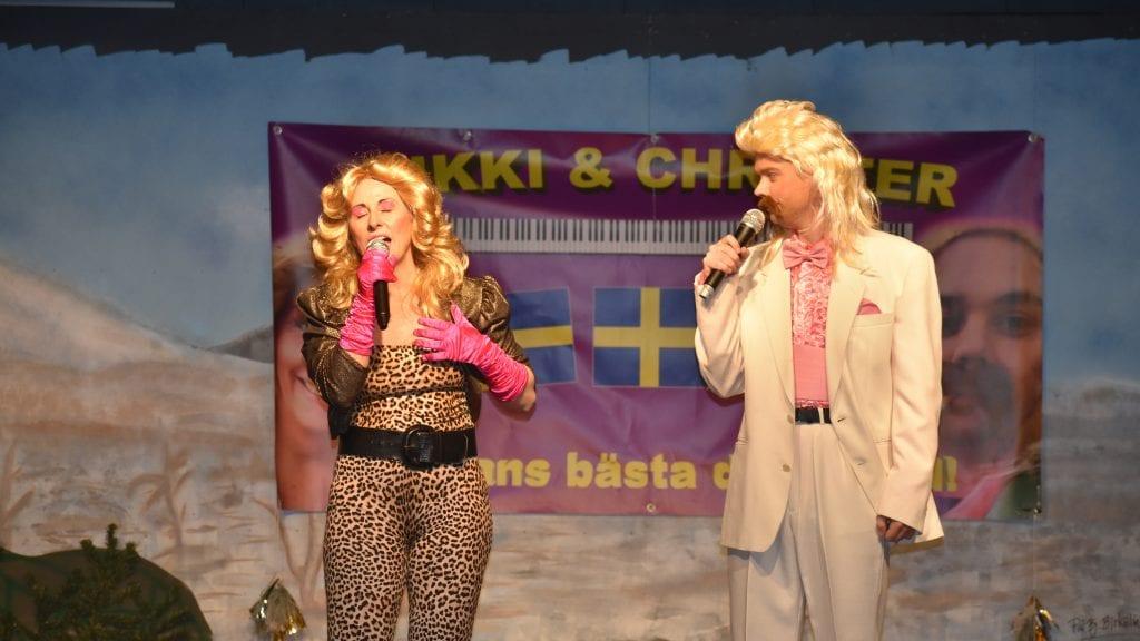 HUMORISTISK GJENSYN: Kikki og Christer inntok på ny Sølnaslottet under Gundelachtrøa Nærradio. Som alltid tok de publikum med storm. Foto: Torstein Sagbakken.