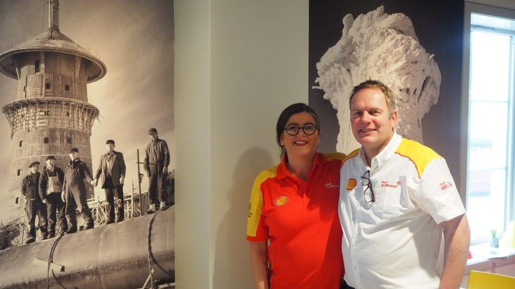 SIKTER MOT TOPPEN: Lars Martin Måna og Hilde Wevang Holen har store planer for Shell, og med inspirasjon fra Tron sikter de mot toppen. Foto: Audun Jøstensen Lutnæs