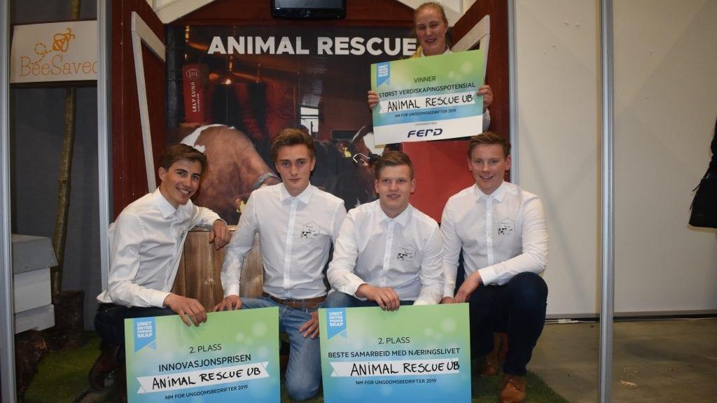 TRE PRISER: Animal Rescue gjorde en solid jobb under fredagens NM for ungdomsbedrifter og tar med seg mye heder og ære hjem.