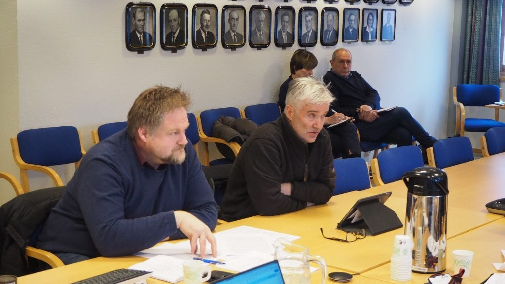ØNSKER AVKLARINGER: Rådmann Erling Straalberg ønsker avklaringer for å kunne avslutte AMU-saken. Her fra møte i AMU. Foto: Audun Jøstensen Lutnæs