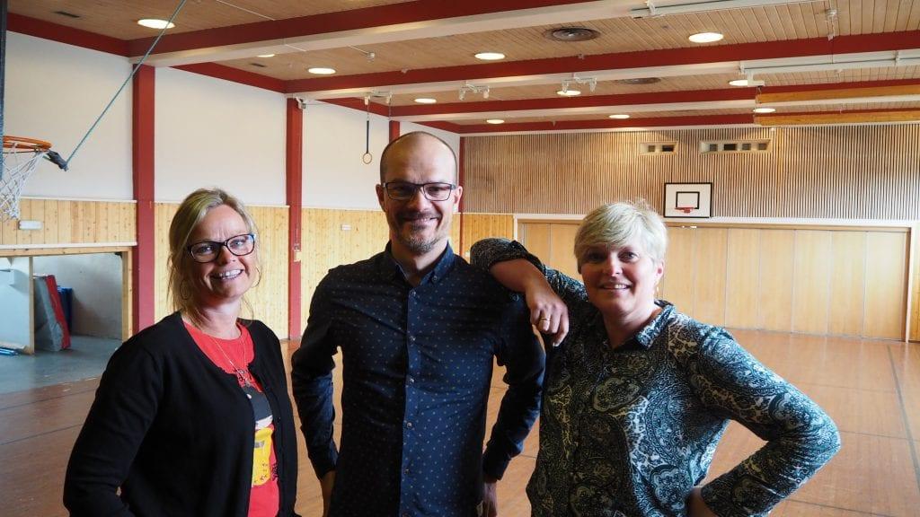 INITIATIVTAKERE: Beate Neslund Øverland, Simen Nyhus og Karianne Sollid mener grenda Steia trenger et samlende sted. Foto: Audun Jøstensen Lutnæs