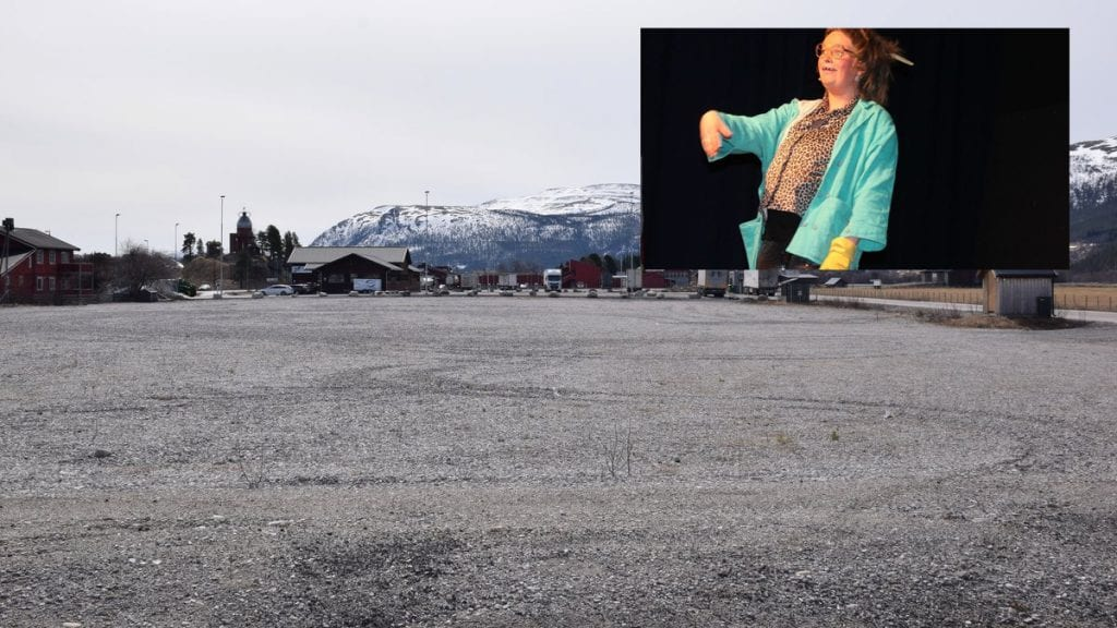 GJORT FUNN: Under utgraving på Steimosletta er det funnet en billett til torsdagens Gundelachtrøa. Foto: Tore Rasmussen Steien/Ole Sylte Heggset