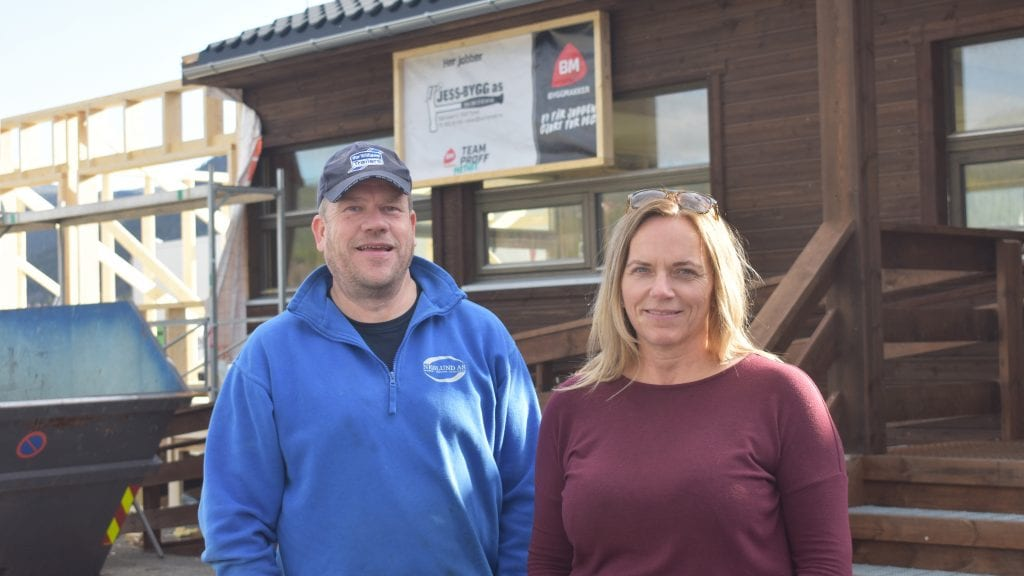 SATSER: Jon Roger Neslund og Anita Midtun, Nemi Eiendomsutvikling, satser flere millioner og bygger nye kontorlokaler på Steimosletta. Begge foto: Torstein Sagbakken.