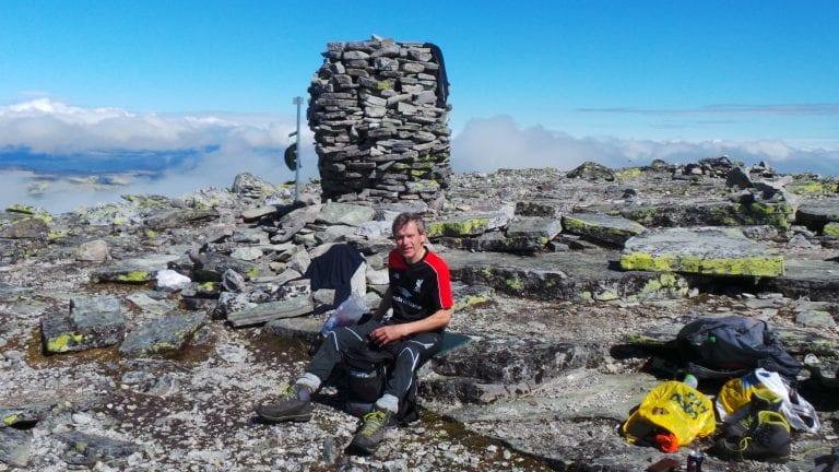 TURGÅER: Den store Sølnkletten, hvor Nils Flaten på bildet slapper av i steinrøysa, er ikke med på årets ti på topp. Foto: Privat.