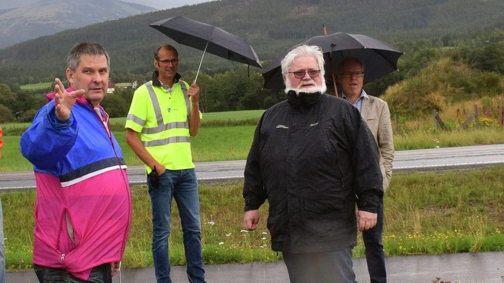 RETTSFORLIK: Leif Arne Wålengen (foran t.v.) og Taverna Eiendom AS ved Petter Gullikstad (bak t.h.) har kommet til enighet om eiendomsgrensene mellom de to eiendommene. Arkivfoto: Tore Steien Rasmussen