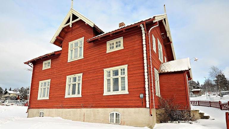 FLYTTES NORDOVER OG SELGES: Rådmannen anbefaler at Jensenhuset flyttes noen meter nordover og steges. Foto: Ivar Thoresen